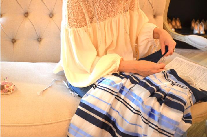 お直しが可能なタイプのドレスはお客様のサイズに合わせて小さいサイズにお直し出来ます