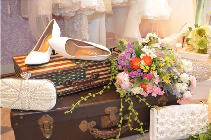 花嫁用のパンプスやクラッチ、ブーケ、ヘッドアクセのみのレンタルもしていただけます。